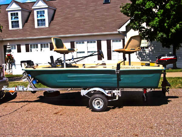 SUT-250-S trailer shown with Bass Boat